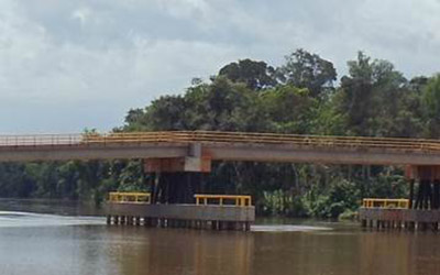Construction of 2 pre-stressed concrete bridges at Pikin Saron at the Saramacca river